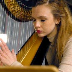 Cara Dawson Harpist in the UK