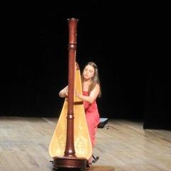 Lauren Hayes Harpist in the UK