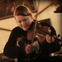 Leona McNab Violinist in Edinburgh