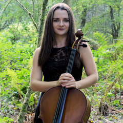 Lucy Andrews Cellist in the UK