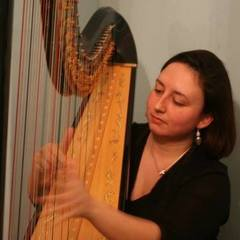 Victoria Davies Harpist in the UK