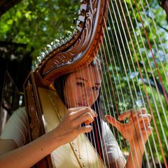 Niina Chamberlain Harpist in the UK