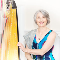Oona Linnett Harpist in the UK
