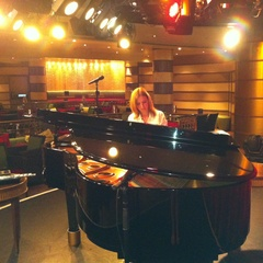 Hannah Mitchell Pianist in the UK