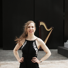 Eleanor Dunsdon Harpist in the UK