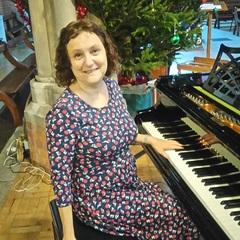 Janet Solomon Singer in Hertfordshire