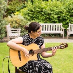 Edina Balczó Guitarist in London