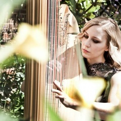 Holly Lowe Harpist in the UK