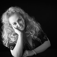 Claire Harvey-East Singer in Derby