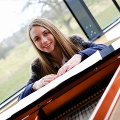Lucy Walker Pianist in Middlesborough