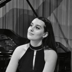 Leona Crasi Pianist in London