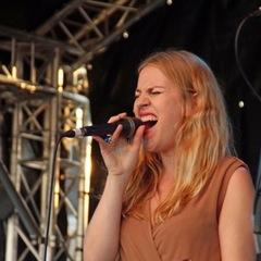 Alice Tolchard Singer in the UK