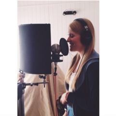 Annie Scholfield Singer in Bath