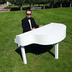 Cornel Oprea Pianist in Southampton