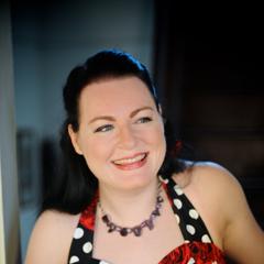 Laura Wolk-Lewanowicz Singer in the UK