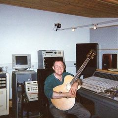 Frank Bogie Singer in London
