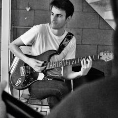 Ifan Jones Guitarist in Bristol