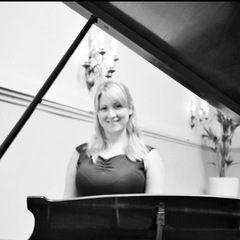 Emma White Pianist in Leeds