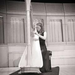 Alis Huws Harpist in the UK