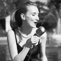 Sylvia Schmidt Singer in London