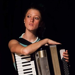 Rosa Lennox Accordionist in London