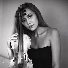 Ramina Mukusheva Violinist in the UK