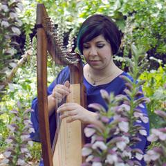 Michelle Paris Harpist in the UK