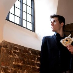Alex Akhurst Singer in Southampton