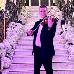 Jools Street Violinist in Worcestor
