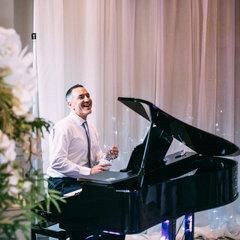 Bryan Edery Pianist in the UK