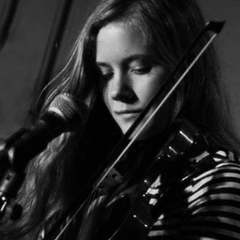 Iona Vallance Violinist in Plymouth