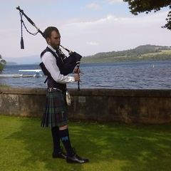 Scott Garden Bagpiper in Glasgow