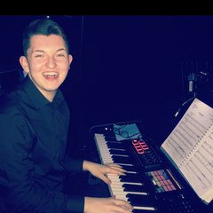 Harry Thomson Pianist in the UK