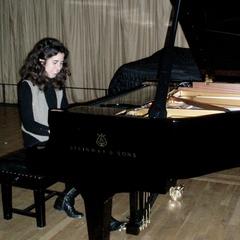 Amanda Escarzaga Pianist in Cardiff