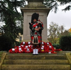 Mike Simmons Bagpiper in London