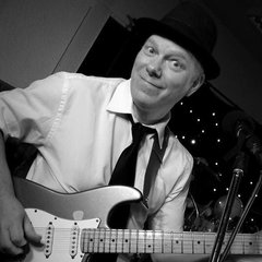 Haydn Price Guitarist in Coventry