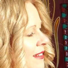 Amanda RandallC Singer in Portsmouth