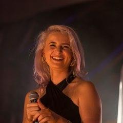Lauren Lovelle Singer in Manchester