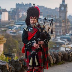 Dave Tunstall Bagpiper in London
