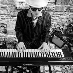 Dom Pipkin Pianist in the UK