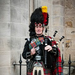 Gary Thomson Bagpiper in Glasgow
