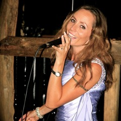 Stacey Mogg Singer in Portsmouth