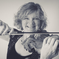 Caroline Waters Violinist in the UK