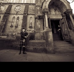 Stephen Jewkes Bagpiper in Glasgow
