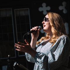 Becky Chamberlain Singer in Manchester