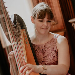 Lizzie Peacock Harpist in the UK