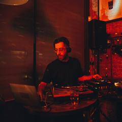 DJ uttng DJ in London