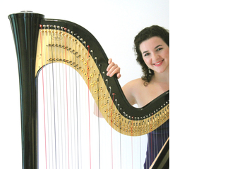 Glain Dafydd Harpist in the UK