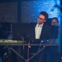 Brady Lloyd Pianist in the UK