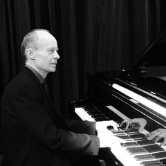 Andrew Christie Pianist in the UK